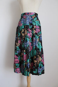VINTAGE FLORAL PRINT SATIN PLEATED SKIRT - SIZE 12