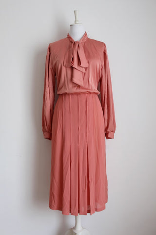 VINTAGE SALMON PINK SILKY PLEATED PUSSYBOW DRESS - SIZE 16