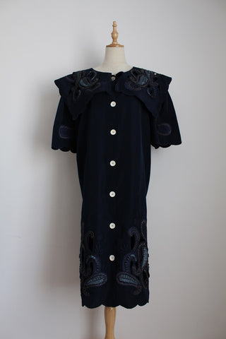 VINTAGE OVERSIZE COLLAR EMBROIDERY NAVY DRESS - SIZE 20