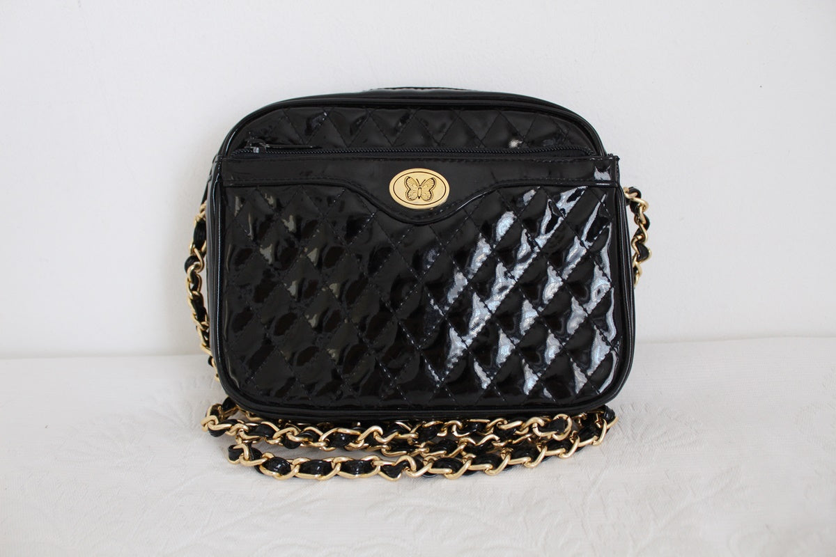 VINTAGE BLACK GLOSS QUILTED CHAIN SLING BAG
