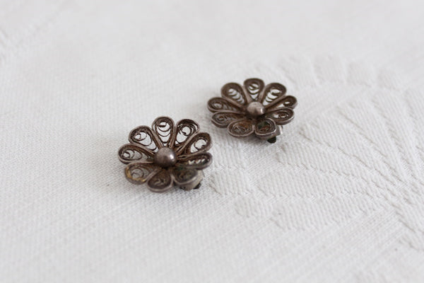 VINTAGE FILIGREE FLOWER CLIP-ON EARRINGS