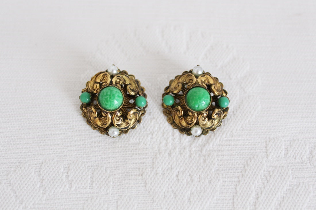 VINTAGE GREEN STONE GOLD TONE CLIP-ON EARRINGS