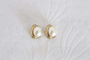 VINTAGE FAUX PEARL GOLD TONE SMALL CLIP-ON EARRINGS