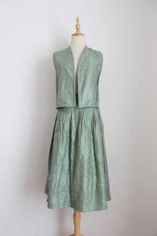 100% SILK VINTAGE GREEN EMBROIDERY TWO PIECE - SIZE 8