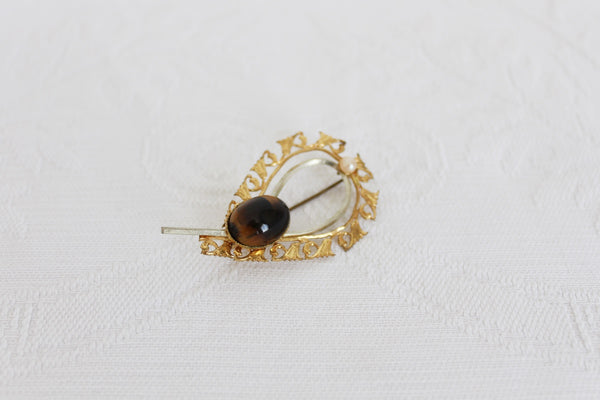 VINTAGE TIGERS EYE FAUX PEARL GOLD TONE BROOCH