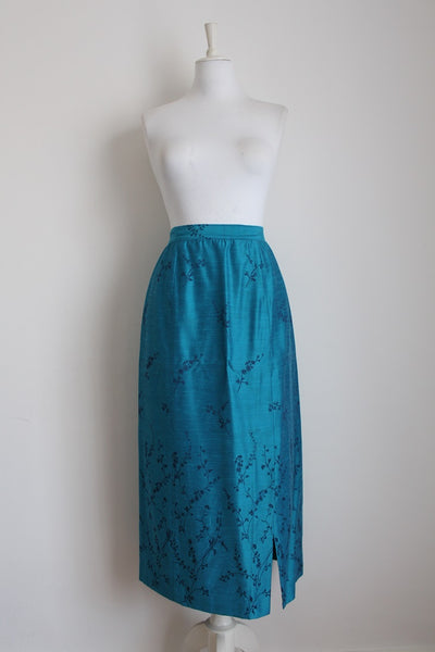 100% SILK VINTAGE BLUE EMBROIDERED FLORAL SKIRT - SIZE 10