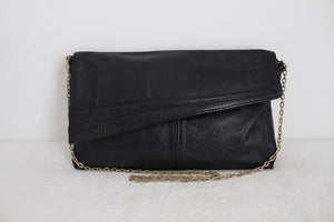 VINTAGE BLACK GENUINE LEATHER ENVELOPE SLING BAG