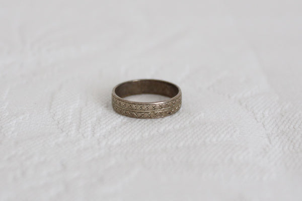 VINTAGE STERLING SILVER ETCHED RING - SIZE L
