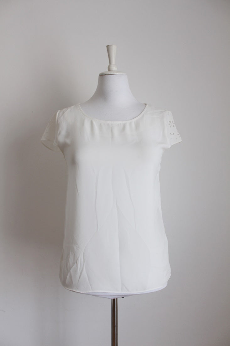 *PRINGLE OF SCOTLAND* DESIGNER WHITE CUT-OUT SLEEVE TOP - SIZE S