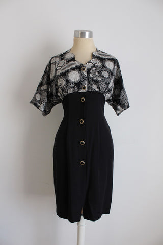 VINTAGE BLACK WHITE PRINT BUTTON DOWN FITTED DRESS - SIZE 8