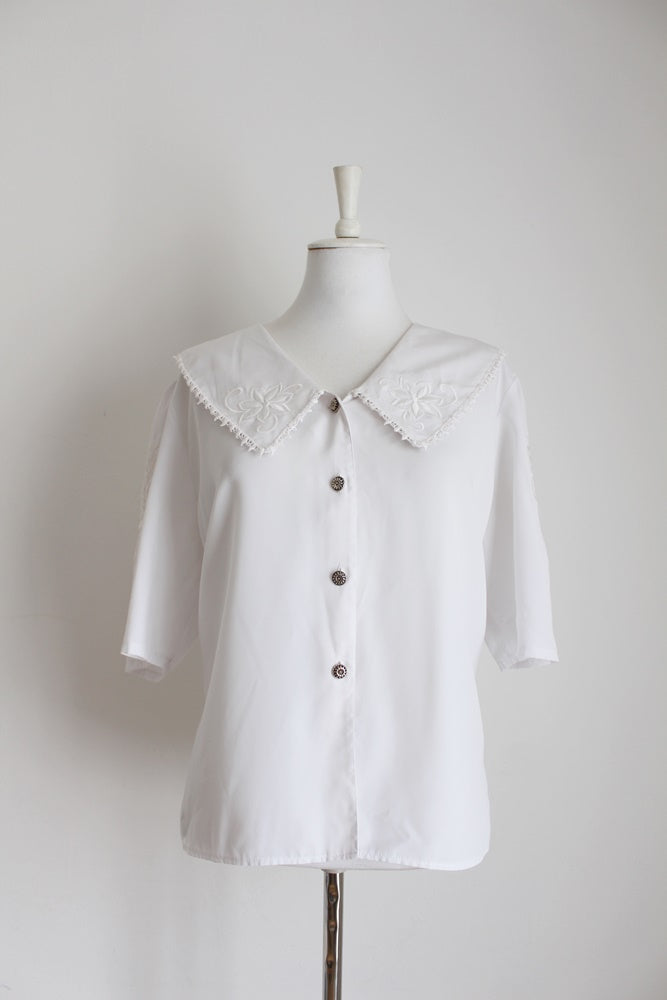 VINTAGE WHITE EMBROIDERY OVERSIZE COLLAR SHIRT - SIZE 16