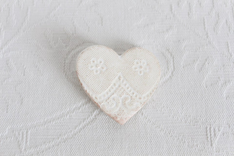 VINTAGE STYLE WHITE GLAZED CERAMIC HEART BROOCH PIN