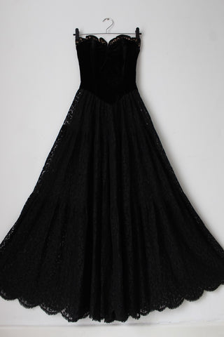 VINTAGE BLACK LACE VELVET STRAPLESS DRESS - SIZE 4