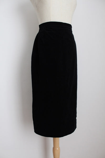 VINTAGE BLACK VELVET PENCIL SKIRT - SIZE 6
