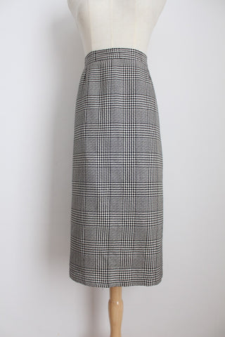 VINTAGE HOUNDSTOOTH CHECK BLACK WHITE SKIRT - SIZE 18