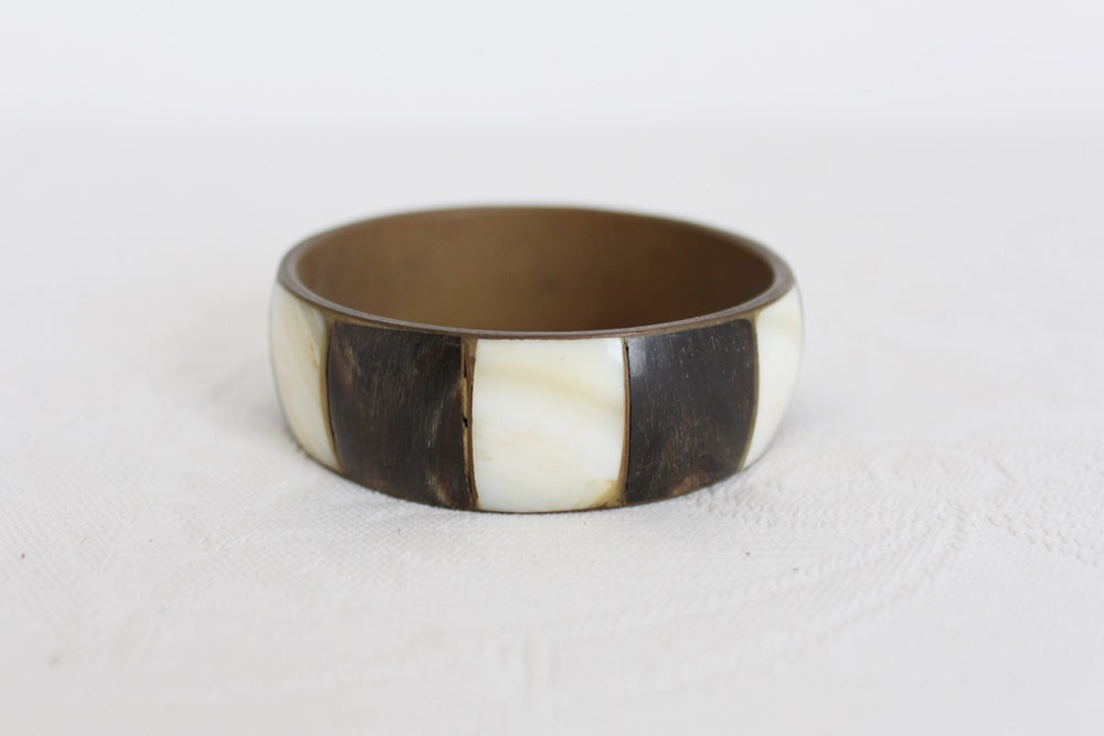 VINTAGE MOTHER OF PEARL HORN INLAY BRASS BANGLE
