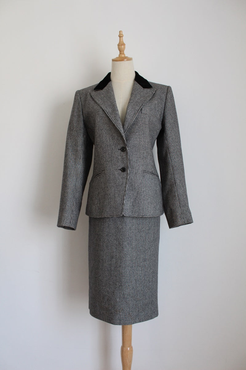 GUY LAROCHE PARIS VINTAGE WOOL SUIT - SIZE 10