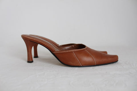 NINE WEST GENUINE LEATHER POINTED TOE HEELS - SIZE 5
