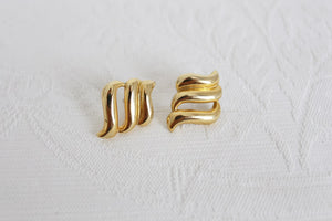 VINTAGE GOLD TONE SWIRL STUD EARRINGS
