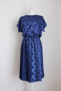 VINTAGE PURPLE PLEATED ABSTRACT SILKY DRESS - SIZE 16