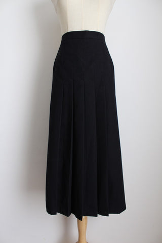 VINTAGE 100% WOOL BLACK PLEATED SKIRT - SIZE 20