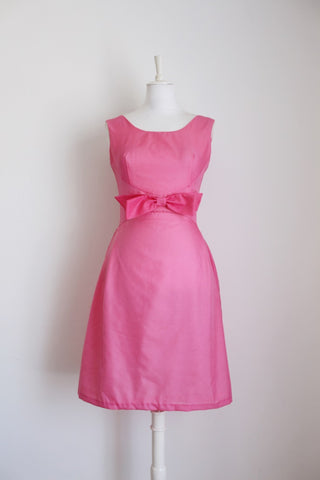 VINTAGE BOW KNOT PINK FIT FLARE COCKTAIL DRESS - SIZE 8