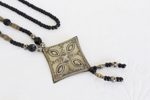 VINTAGE ETCHED TRIBAL STYLE BEADED NECKLACE
