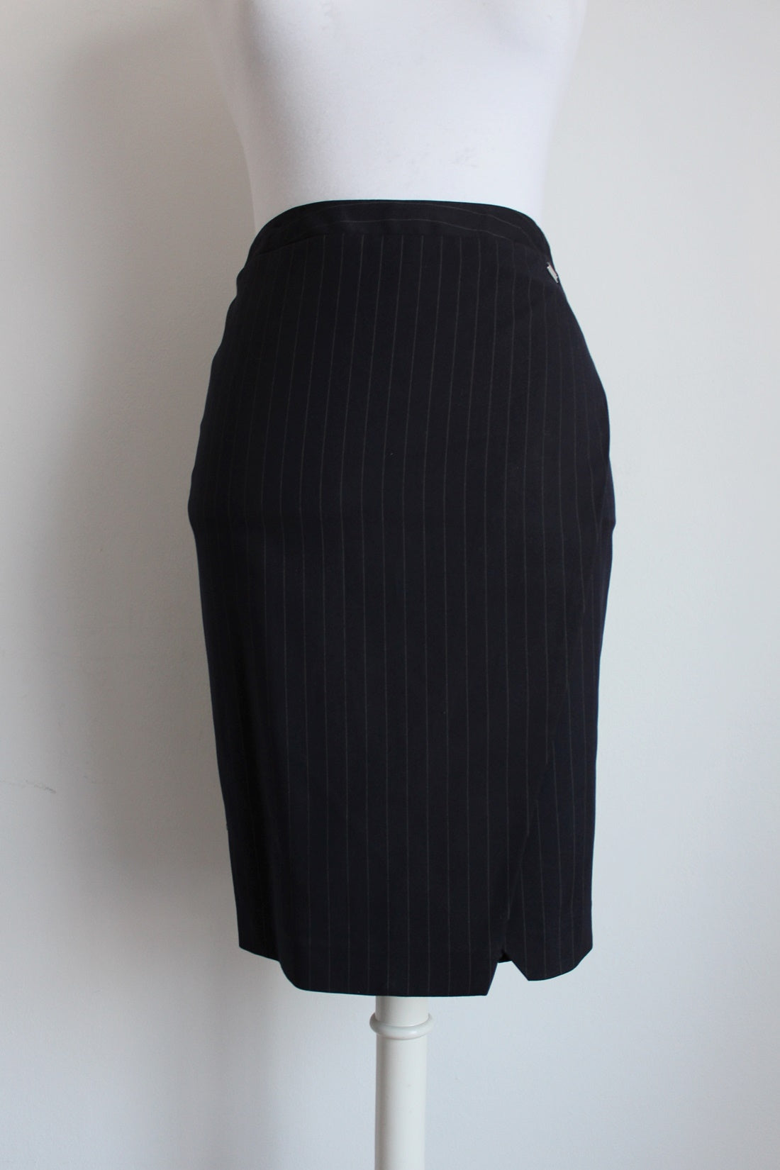 *JENNI BUTTON* DESIGNER PINSTRIPE NAVY FITTED SKIRT - SIZE 6