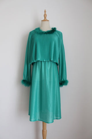 VINTAGE GREEN PLEATED FEATHER TRIM DRESS - SIZE 10
