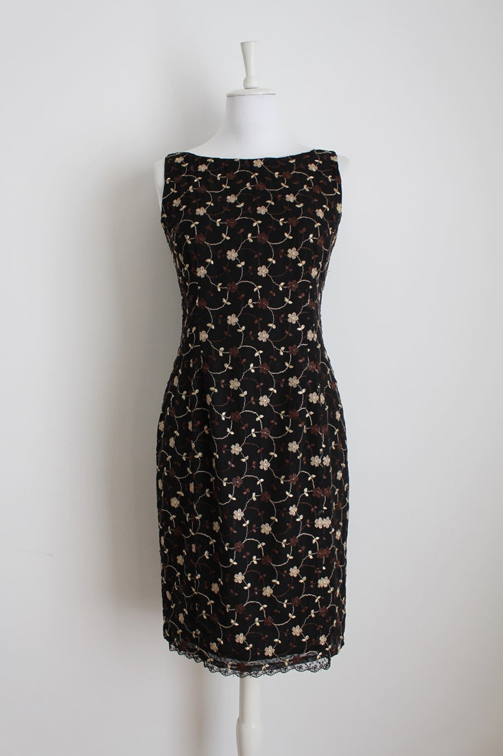 EMBROIDERED BLACK FITTED SHIFT DRESS - SIZE 6