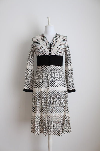 VINTAGE LACE WHITE BLACK PRINT FLARED SLEEVES DRESS - SIZE 8