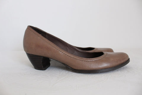 SAN MARINA GENUINE LEATHER BROWN HEELS - SIZE 4