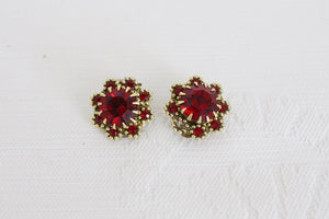 VINTAGE RED RHINESTONE GOLD TONE CLIP-ON EARRINGS
