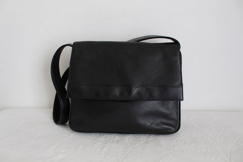 GENUINE LEATHER TAURUS BLACK SHOULDER BAG
