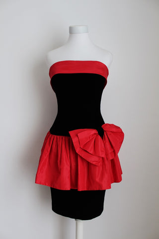 VINTAGE VELVET BLACK RED STRAPLESS COCKTAIL DRESS - SIZE 6