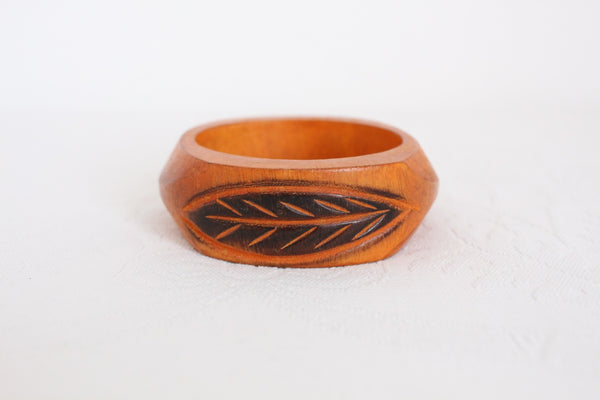 VINTAGE CARVED WOODEN LEAF ORANGE BANGLE