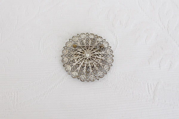 VINTAGE GOLD TONE FILIGREE STYLE COSTUME BROOCH
