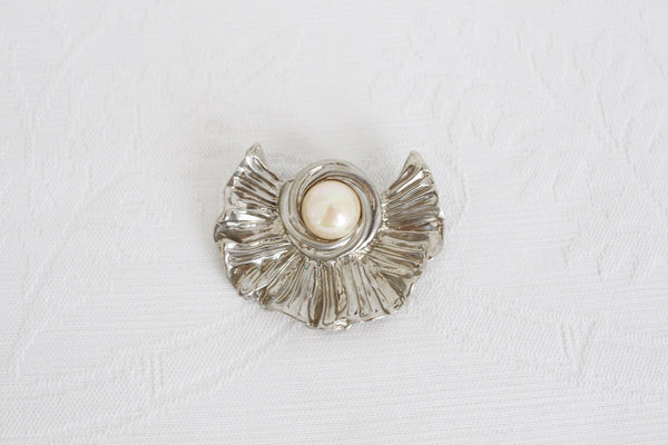 VINTAGE FAUX PEARL SILVER TONE FRILLY LEAF BROOCH