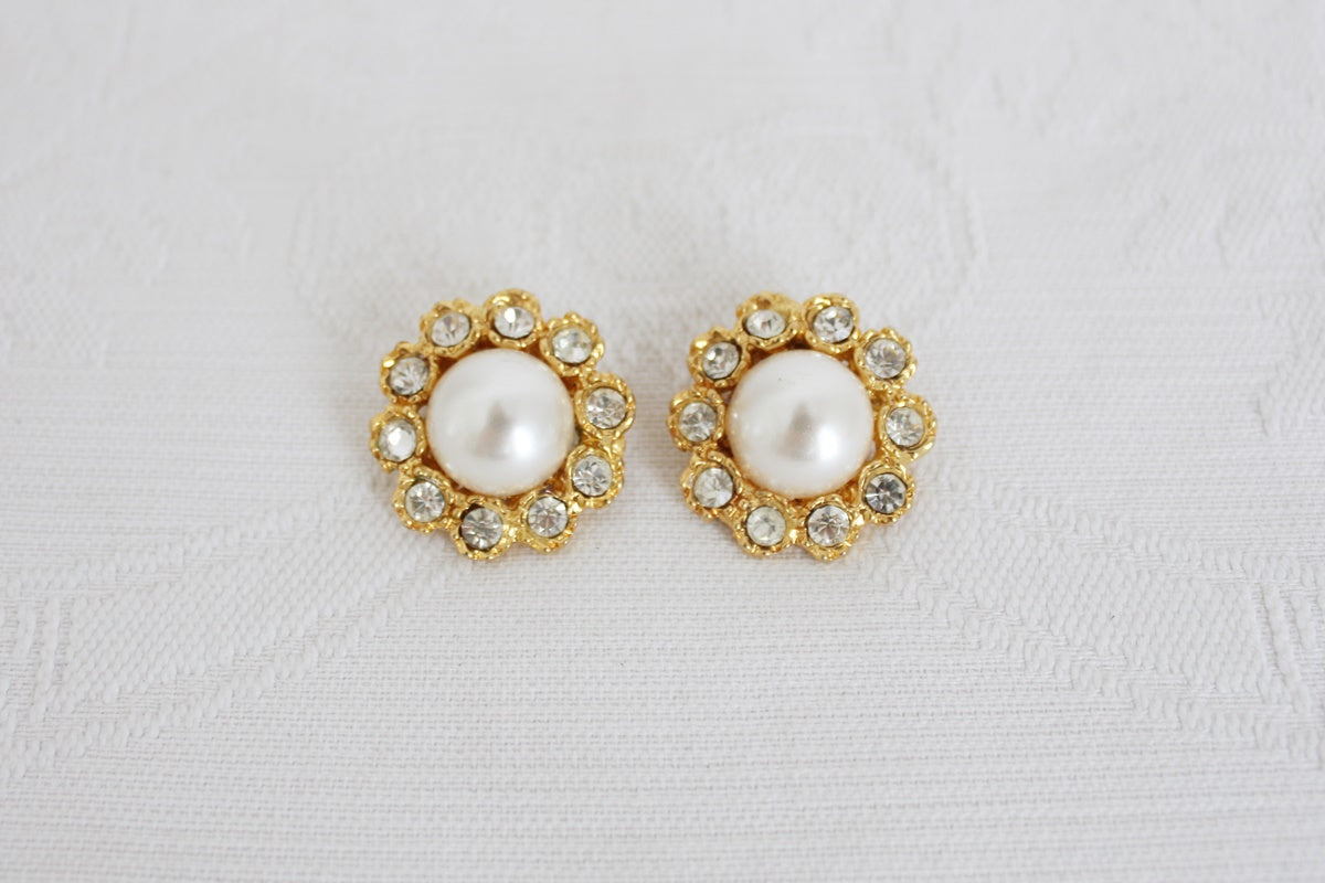 VINTAGE FAUX PEARL RHINESTONE GOLD CLIP-ON EARRINGS