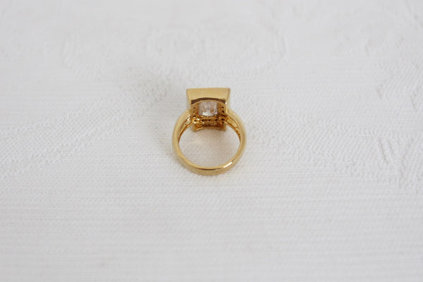 VINTAGE DIAMANTE GOLD TONE COSTUME RING - SIZE K