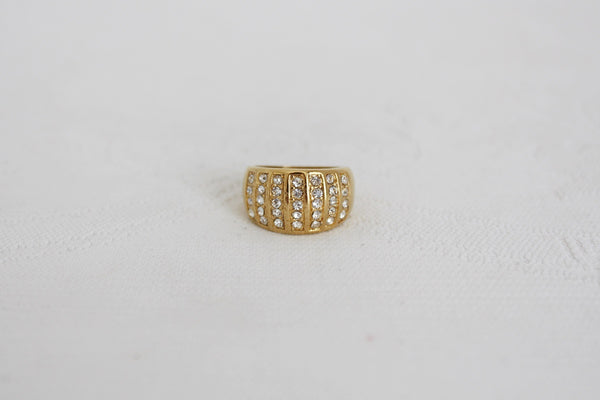 VINTAGE RHINESTONE CHANNEL SET GOLD TONE COSTUME RING - SIZE N