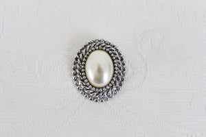 VINTAGE FAUX PEARL SILVER PLATED BROOCH PIN