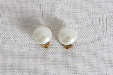 VINTAGE FAUX PEARL GOLD TONE CLIP-ON EARRINGS