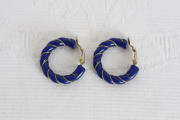 VINTAGE BLUE LUCITE TWISTED HOOP CLIP-ON EARRINGS