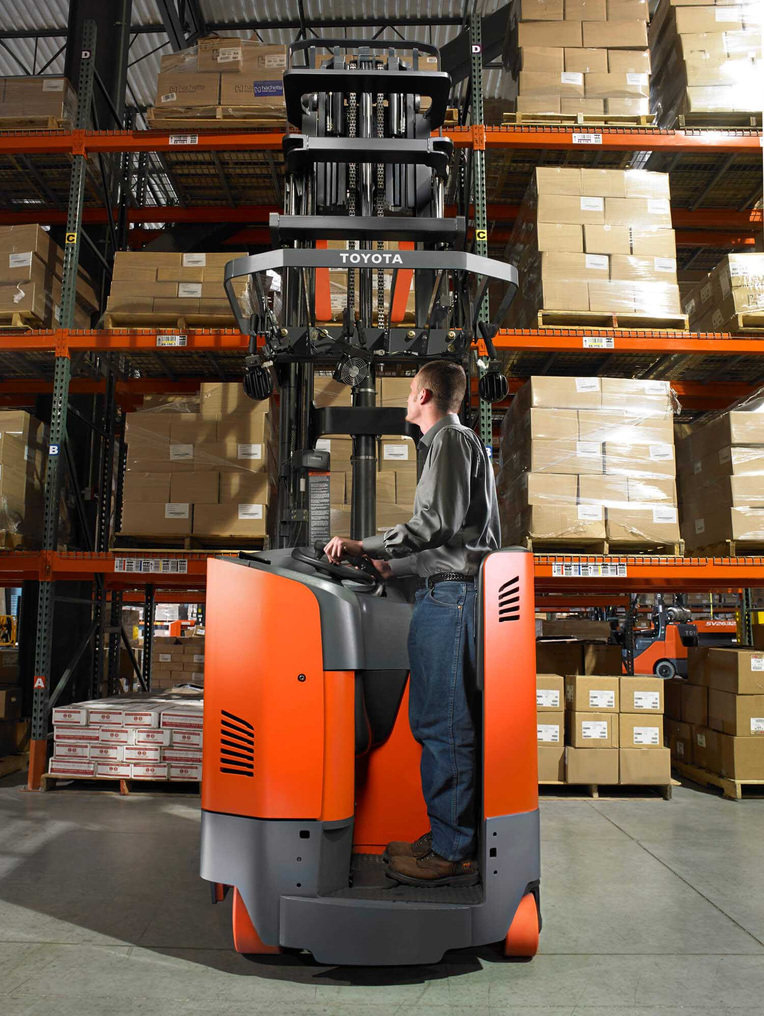 Toyota Electric Reach Truck Mast View