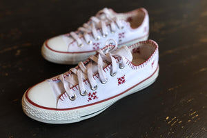 Converses with embroidery - sarahmajdi