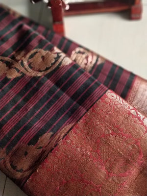 Diagonal zari design on striped black and maroon jute cotton saree - EthnicRoom
