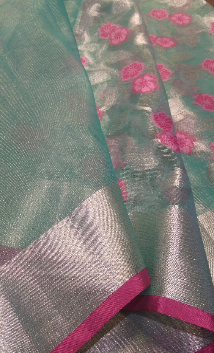Floral weaving on kora silk saree with zari border and aanchal - EthnicRoom