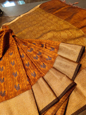 Brown linen saree with golden zari border and bird motifs all over - EthnicRoom