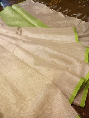 Silver plain linen zari saree with green border - EthnicRoom